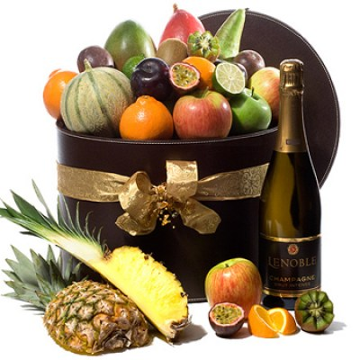 deluxe-fruit-and-champagne-christmas-special