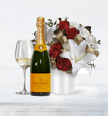 Christmas-Memories-Veuve-Champagne